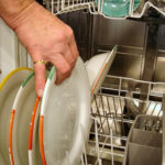 Évitez les mauvaises odeurs dans votre lave-vaisselle